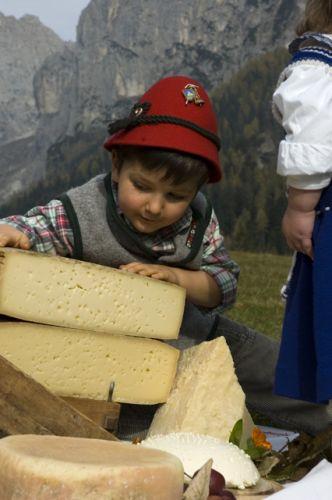 bambino e formaggio