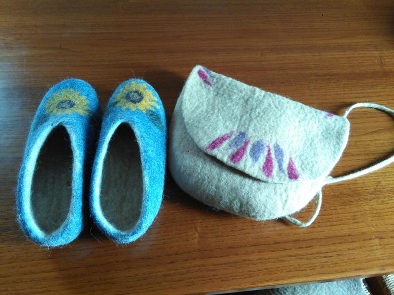 Borsetta e pantofole in feltro