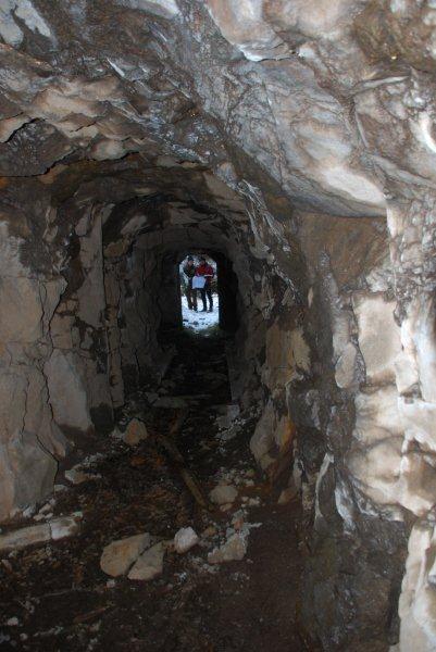 Cunicoli in roccia nei dintorni di Forte Dossaccio