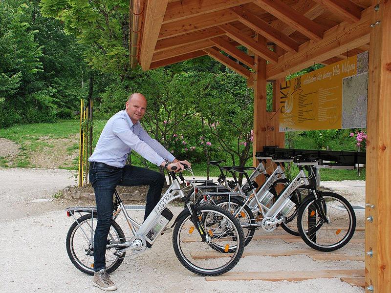 Il Pesidente Zortea prova una e-bike