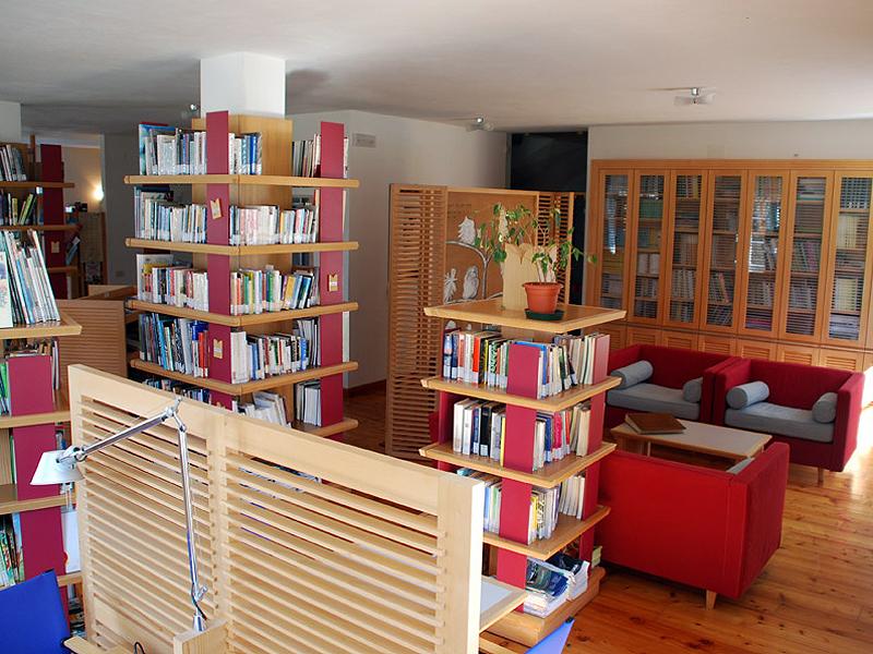 La biblioteca Dino Buzzati a Villa Welsperg