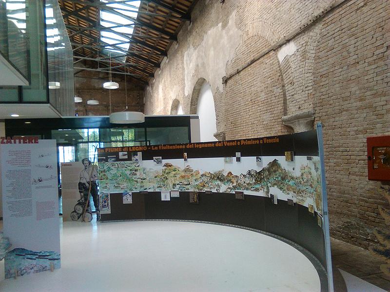"""La mostra """"Un fiume di legno"""" all'Arsenale."""