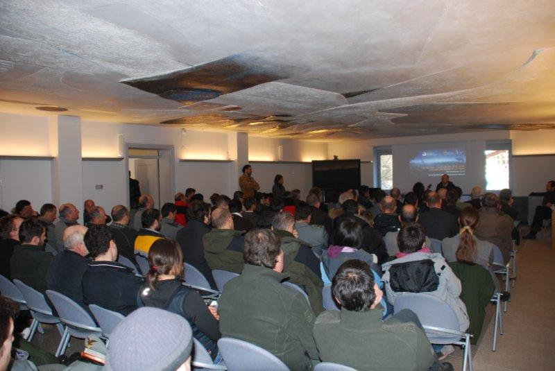 La sala gremita durante la presentazione delle ricerche sul cervo