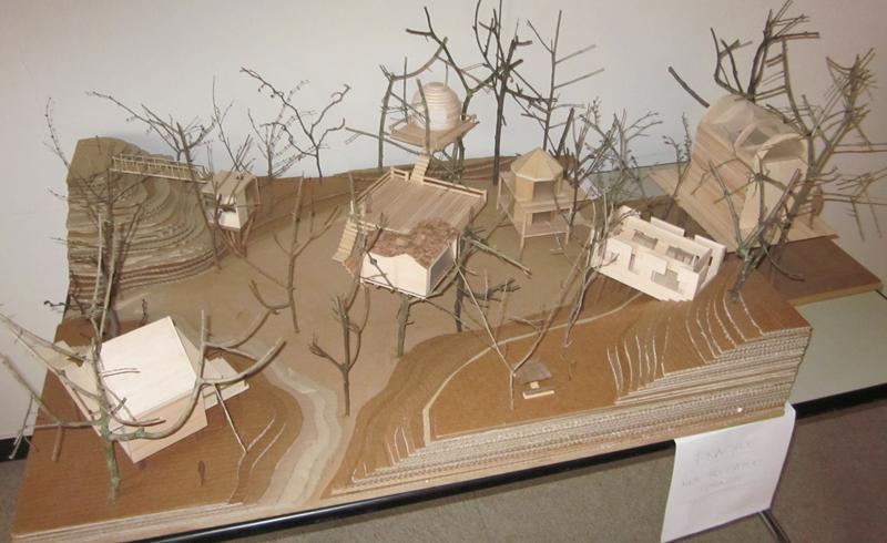 Plastico case sugli alberi 1